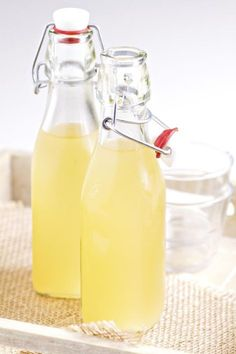One-Week Homemade Ginger Beer Recipe - Yankee Magazine Refreshing Drinks, Fun Drinks, Beverages, Healthy Drinks, Healthy Eats, Homemade Ginger Beer, Homemade Recipe, Homemade Food, Fresco