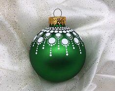 Christmas Mandala, Christmas Balls, Christmas Art, Pink Christmas Decorations, Painted Christmas Ornaments, Navidad Diy, Hand Painted, Family Traditions, Favorite Holiday