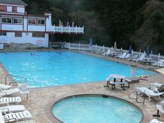 Picture Pool temp stays around 86F year round..hot tubs.103F.....surprising how summer or winter soothes the body and spirit...