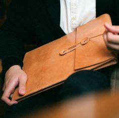 Handmade MacBook Air/ Pro Leather Envelope Case with Free Monogramming - made to orde Stitching Leather, Leather Tooling, Leather Cord, Leather Craft, Tan Leather, Handmade Leather, Elegante Designs, Leather Projects, Leather Accessories