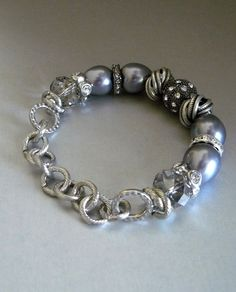 Grey pearl bracelet with magnetic clasp!