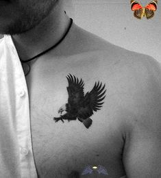 80 disegni del tatuaggio petto d'aquila per gli uomini - idee di inchiostro maschile - piccolo ... -  80 disegni del tatuaggio petto d'aquila per uomo – idee di inchiostro maschile – piccolo t -<br> Small Tattoos Men, Small Chest Tattoos, Trendy Tattoos, Cool Tattoos, Star Tattoos, Eagle Chest Tattoo, Small Eagle Tattoo, Eagle Tattoos, Tattoo Small