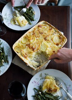 Creamy Potatoes au Gratin or Scalloped Potatoes Au Gratin that's tender and delicious | @whiteonrice