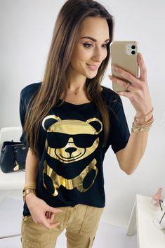 Čierna dámska blúzka s medvedíkom Modeling, Crop Tops, Women, Fashion, Moda, Modeling Photography, Fashion Styles, Models, Fashion Illustrations