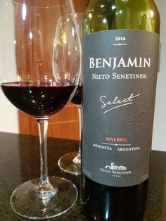 15 vinhos tintos para aquecer o inverno   Revista Sabores do Sul Wine Away, Bartender, Wine Recipes, Red Wine, Alcoholic Drinks, Food And Drink, Glass, Mendoza, Fondue