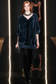 Valentin Yudashkin - Fall 2015 Ready-to-Wear - Look 16 of 47?url=http://www.style.com/slideshows/fashion-shows/fall-2015-ready-to-wear/valentin-yudashkin/collection/16