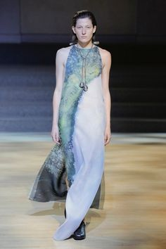 The complete Linder Fall 2018 Ready-to-Wear fashion show now on Vogue Runway. Autumn Fashion 2018, Fashion Week, Runway Fashion, Together Fashion, Fashion Show Collection, Vogue Paris, Ready To Wear, Women Wear, Style Inspiration