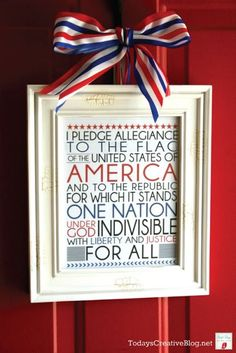 Pledge Allegiance to the Flag {Free Printable} - How awesome would this be hanging in the classroom! {Especially if you have a patriotic theme!}