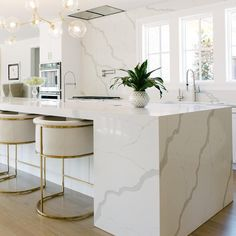 2019 Kitchen Table Trends [ We Analyzed Top Trends ] When we look at this kitchen we know why the quartz countertop trend will dominate Marble looking Statuary quartz creates an unforgettable flow in this modern sleek kitchen. Home Decor Kitchen, New Kitchen, Home Kitchens, Kitchen Ideas, Kitchen White, Kitchen Hacks, Eclectic Kitchen, Kitchen Paint, Kitchen Layout