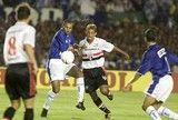 src=Xhttp://s2.glbimg.com/dXjzxkD8S0QKkumQTS_j4_txgQM=/160x108/smart/s.glbimg.com/es/ge/f/original/2010/11/24/cruzeiroxsaopaulo_lan62.jpg> Gol no fim viradas e título: a história de Cruzeiro x São Paulo na Copa do Brasil ]http://globoesporte.globo.com/mg/futebol/noticia/2017/03/gol-no-fim-viradas-e-titulo-historia-de-cruzeiro-x-sao-paulo-na-copa-do-brasil.html #cruzeiro ℹ