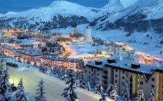 冬、雪、山、夜の街 壁紙プレビュー