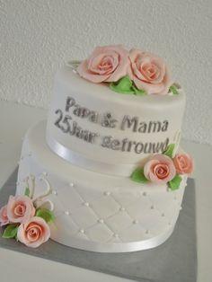 Zilveren bruiloftstaart