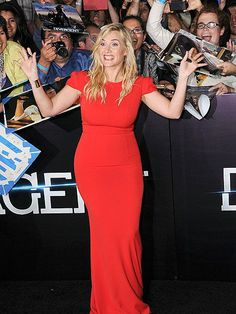 SILLY POSER   All eyes are on Kate Winslet, who gets silly posing with fans at the Los Angeles premiere of her new movie Divergent.