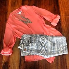 coral shirt + tribal jeans (or leggings) Look Fashion, Fashion Outfits, Womens Fashion, Teen Fashion, Fall Fashion, Bad Girl Look, Looks Style, Style Me, Spring Summer Fashion