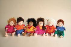 Joyks, muñecas empáticas.Su creadora, la psicoterapeuta sueca Egedius Britt Marie Jakobsson, la ideó a final de los años 90 para su hijo autista.