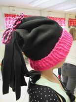 3.luokan käsityö, jossa yhdistetty neulomista ja ompelua.