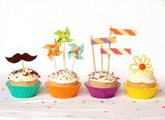 Los cupcakes están de moda. Seguramente vuestros peques os han pedido alguna vez que preparéis estas delicias dulces. ¡Y es que son riquísimas! Además, los cupcakes son perfectos para servir como merienda de cumpleaños: se comen con las manos y con tantos colores, son divertidísimos. Podéis decorarlos con grageas o