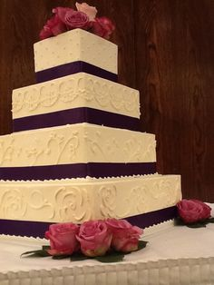 Wedding cake of the month by Michelle's Bakery Redlands- https://aboutredlands.com/businesses/342-michelle-s-bakery