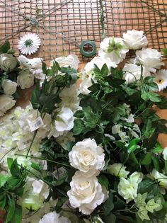 How to make a flower wall – Diy Flower 2020 Diy Wedding Backdrop, Flower Wall Backdrop, Floral Backdrop, Diy Backdrop, Wall Backdrops, Flower Wall Decor, Plastic Flowers, Diy Flowers, Paper Flowers