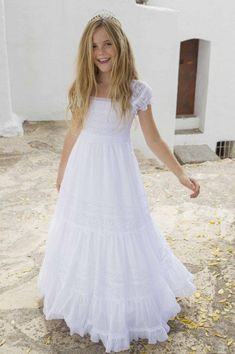 Our First Communion collection will turn every little girl into a princess. Little Girl Fashion, Little Girl Dresses, Girls Dresses, Flower Girl Dresses, Robes De Confirmation, Cute Dresses, Beautiful Dresses, Holy Communion Dresses, Moda Formal
