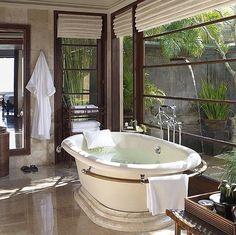 Luxurious Bath Tub | Bathroom
