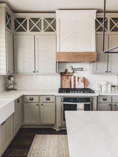 Modern Farmhouse Kitchens, Farmhouse Kitchen Decor, Home Kitchens, Kitchen Modern, Farmhouse Flooring, Tiny Kitchens, Farmhouse Sinks, Elegant Kitchens, Contemporary Kitchens