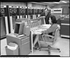 Vintage-Technologie und Computer - Historical photos of Toronto - Computer Technology, Computer Science, Alter Computer, Computer Center, Radios, Toronto, Computer Internet, Old Computers, Retro Futurism