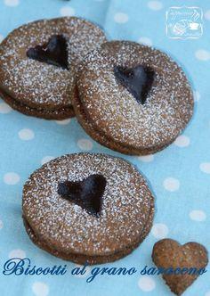 Biscotti al grano saraceno con cuore di confettura rossa | Cappuccino e Cornetto
