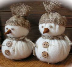 Another snowman! Snowmen - Perfect to celebrate 'Snowman Week' the full week in January! Helps to shake off the post holiday blues!DIY - -to-Make Christmas Snowman Crafts - Don't wait for a snowy day to have…Rustic Christmas Decorations on Modern M Burlap Christmas, Country Christmas, Christmas Snowman, Winter Christmas, Handmade Christmas, Christmas Decorations, Christmas Ornaments, Snowman Ornaments, Ornaments Ideas