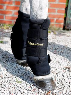 Back On Track Royal Quick Wraps: The leg wraps velcro are used in order to increase circulation in the legs in order to avoid swelling, reduce inflammations, speed up the healing process as well as a preventative measure against injury and inflammation.