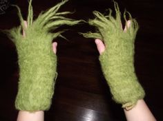 MENS Grinch Hands Fingerless Gloves