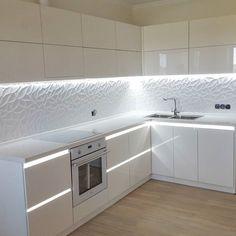 Open Plan Kitchen Living Room, Kitchen Room Design, Kitchen Cabinet Design, Kitchen Cabinets Decor, Modern Kitchen Design, Interior Design Kitchen, White Kitchen Decor, Home Decor Kitchen, Bathroom Styling