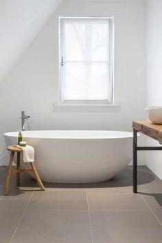 Combi onze tegel + volledig witte badkamer