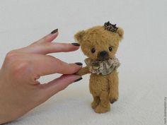 aaawwww.....how do you do, tiny little bear?