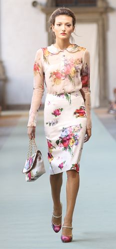 V i n t a g e . F ℓ o r a l s. just do it the way a woman should without being manly about it. Floral Fashion, Modest Fashion, Estilo Floral, Luisa Beccaria, Heart Dress, Classy And Fabulous, Feminine Style, Dress Me Up, Passion For Fashion