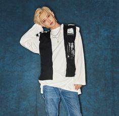 Park Chanyeol Exo, Kyungsoo, Exo Exo, Adidas Jacket, Rain Jacket, Windbreaker, Twitter, Boys, Jackets