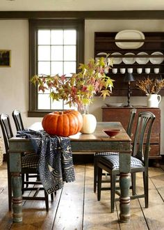FARMHOUSE – INTERIOR – early american decor inside this vintage farmhouse seems perfect in this country dining room.