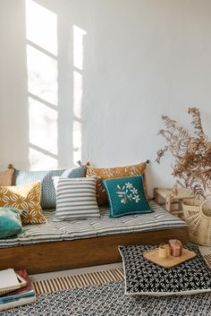 Living Room And Dining Room Design, Simple Living Room, Living Spaces, Lounge Design, Pillow Inspiration, Home Decor Inspiration, Grand Designs, Sala Indiana, Deco Studio