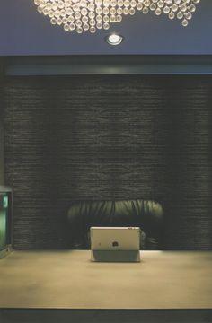 Son cortinas de enrollamiento superior, que ocupan un mínimo lugar en la ventana y que permiten el uso del doble cortinado o de fondo de cortina. Con sistemas manuales de cadena o con motores instalados dentro del tubo de la misma, pueden utilizarse con un doble cortinado debido a Que pueden ser automatizadas a control remoto o con pulsador. MEL INTERIORES Gorriti 4700 - esq. Malabia (54-11) 4833-3106 / 4776-4200 cortinas@melinter... Palermo Soho - Buenos Aires - Argentina Cortinas Rollers, Palermo, Soho, Tablecloth Curtains, Fabrics, Buenos Aires, Chain, Windows, Small Home Offices