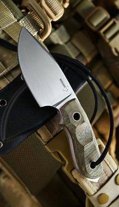 Discover recipes, home ideas, style inspiration and other ideas to try. Bushcraft Knives, Tactical Knives, Cool Knives, Knives And Swords, Knife Template, Knife Patterns, Neck Knife, Survival Knife, Survival Gear