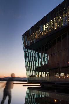 Viaje al milagro cultural islandés / @daniverdu @elpais_cultura   La isla se apoya en la industria creativa para remontar el colapso vivido en 2008 : el éxito contrasta con la oleada de recortes en las artes que vive el sur de Europa   #socialcuratorship