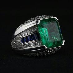 Repost @bartorellirimini · · · #emerald#bigring#handmade#gioielli#gioielleria#bartorellirimini#jewels#jewerly#jewerlyporn#gold Mens Emerald Rings, Mens Silver Rings, Emerald Jewelry, Men's Jewelry Rings, Jewelry Art, Jewellery, Bijoux Art Deco, Gents Ring, Ring Watch
