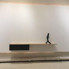 """Slide"" sideboard designed by @claudiamoreirasalles and Cícero Alves dos Santos (Véio) sculpture. #braziliandesign #contemporarydesign #brazilianpopularart #brazilianart #véio #artepopular @galeriaestacao @vilmaeid"