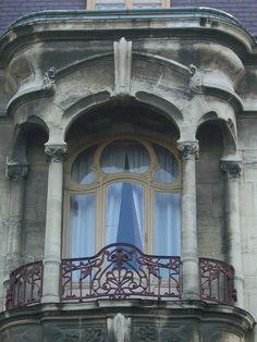 Balcony in Roubaix, France 16 Boulevard du Général Leclerc – Emile Dervaux, 1904 Art Nouveau, Art Deco, Balcon Juliette, Roubaix France, Art And Architecture, Architecture France, Unique Doors, Pre Raphaelite, Urban Landscape