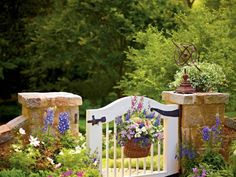 A cottage garden can incorporate quirky or funny ideas, like painted signs, that would not go with a more formal garden concept. The cottage garden projects Formal Gardens, Small Gardens, Amazing Gardens, Beautiful Gardens, Ikea Garden Furniture, Furniture Cleaning, Furniture Dolly, Furniture Movers, Style Cottage