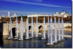 El Puente de Segovia es un monumento renacentista de la ciudad de Madrid (España), obra del arquitecto Juan de Herrera. Se sitúa en el cruce de la calle de Segovia con el río Manzanares, punto que históricamente ha constituido uno de los principales accesos a la villa.