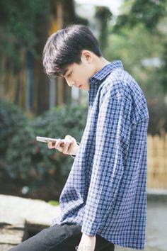 . Asian Boys, Asian Men, Ulzzang Fashion, Korean Fashion, Pretty Boys, Cute Boys, Song Wei Long, Boy Models, Poses