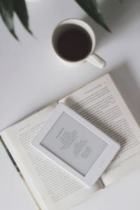 Kindle, Book Flatlay, London Dreams, Book Instagram, Book Study, Coffee And Books, Book Aesthetic, Good Books, Idea Books