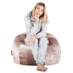 LOUNGE PUG® Klassieke Zitzak Stoel - Vintage Fluwelen Truffle. LOUNGE PUG® Vintage Fluwelen, Classic zitzakken zijn de ultieme hedendaagse meubelstukken om in te relaxen. Deze zitzak is een enorme ronde stoel met armleuningen, ideaal voor studenten, tieners & professionals. Ook geschikt voor kinderen en ouders. Deze zitzak is uit ons flitsende, zachte, vintage fluwelen materiaal. Bean Bag Chair, Relax, Furniture, Home Decor, Velvet, Decoration Home, Room Decor, Beanbag Chair, Home Furnishings