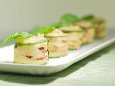 Rotolini di zucchine con patate pinoli e basilico